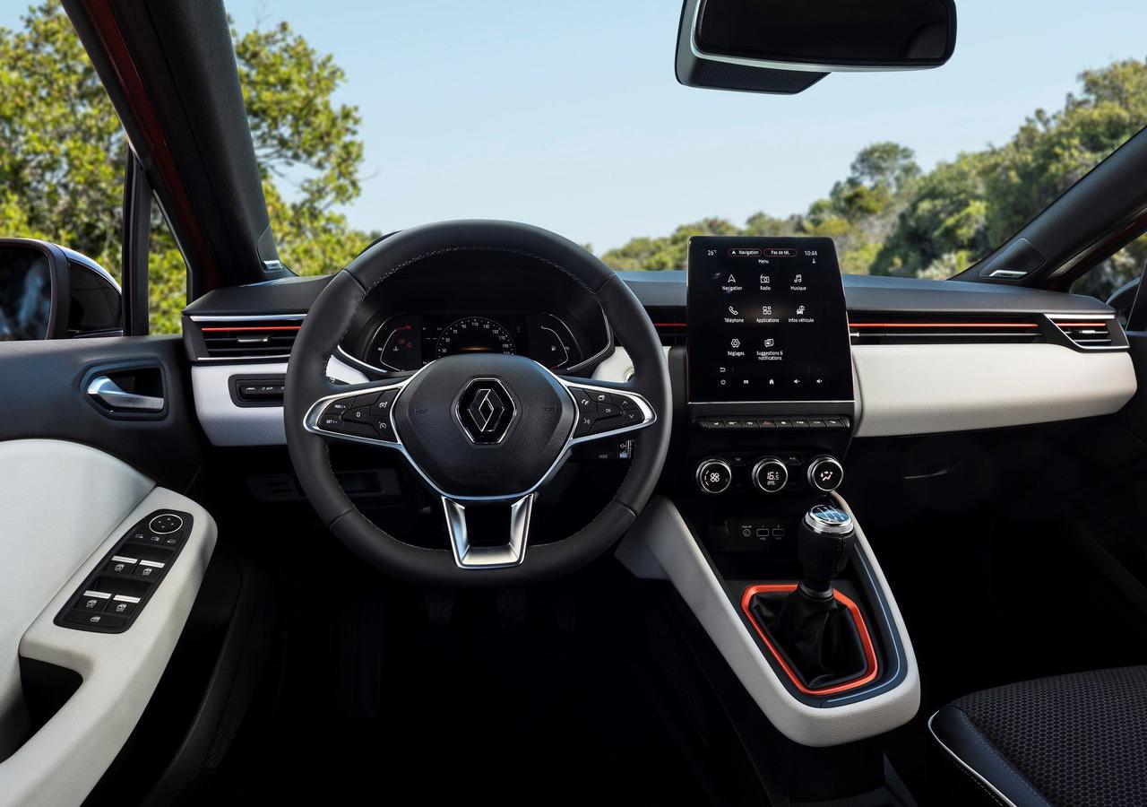 oranžový Renault CLIO 2020 v Payless Car Rental, interiér vozidla, vnútro